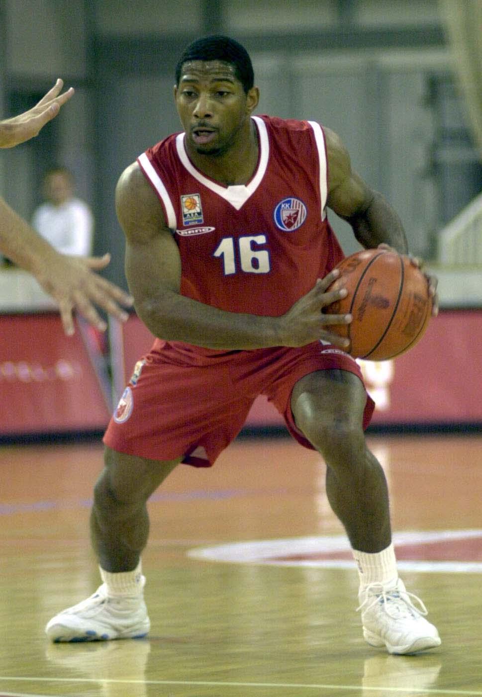 Amerikanac JAMES SCOONIE PENN Skuni Pen kosarkas Crvene zvezde na utakmici Jadranske Goodyear lige protiv Olimpije iz Ljubljane u hali Tivoli28.09.2002. godineFoto: Marko Metlas