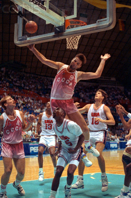 24 Jul 1990, Seattle, Washington, USA --- Seattle: United States Soviet Union Goodwill Games Basketball. Kenny Anderson (5) of Georgia Tech is bottom man as Soviet Valeri Tikhonenko (9) soars to the basket during Goodwill Games action 7/24. At left is Billy Owens of Syracuse. At right is Christian Laettner of Duke. --- Image by © Bettmann/CORBIS